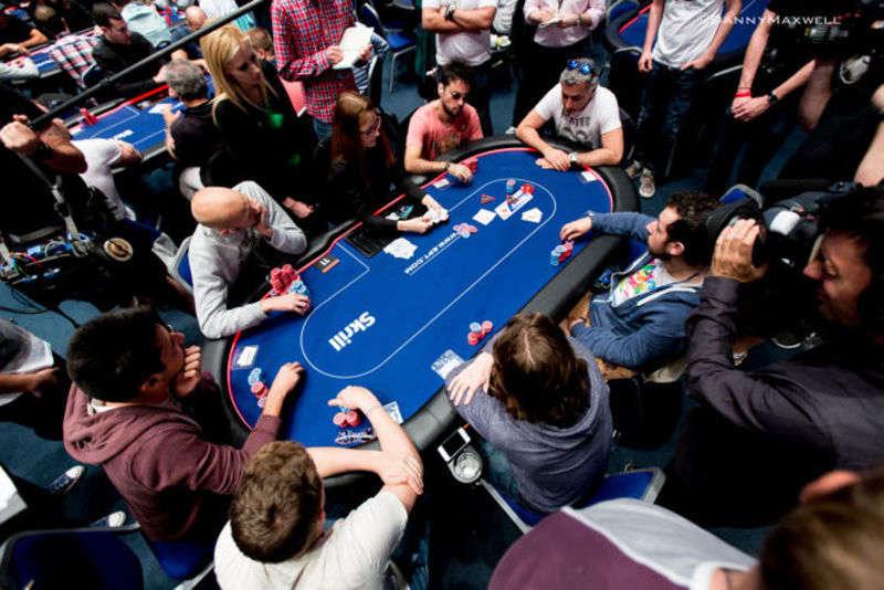 cử chỉ trong poker